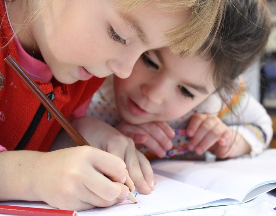 Viele Kinder haben graphomotorische Probleme - ein Fall für die Ergotherapie. Foto: Pixabay